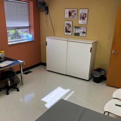 Another patient room at our St. Louis clinic.